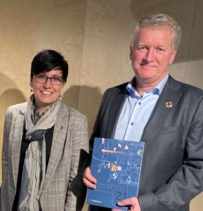 Torun Degnes, daglig leder i SAMS Norway sammen med ny styreleder Ketil Olaf Paulsen fra Kongsberg Maritime